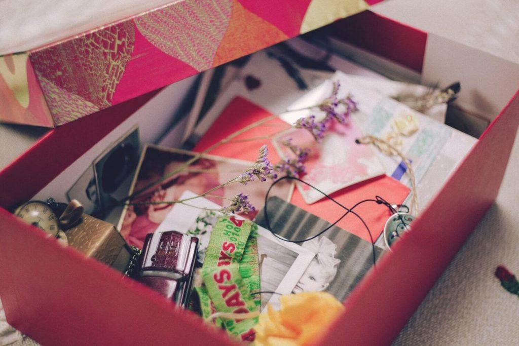 Dekorative Aufbewahrungsbox mit kleinen Gegenständen